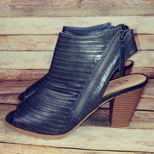 Gorgeous Chinese Laundry peep toe bootie 10